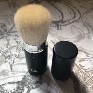 NWT Dior kabuki travel brush